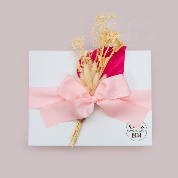 Gift box with dried flower bouquet