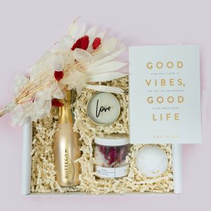 Love-Gift-Box-ribbon-and-bow